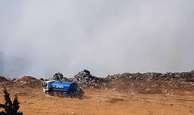 Bãi rác Đà Lạt cháy âm ỉ nhiều ngày, khói bốc lên mù mịt - Ảnh 2