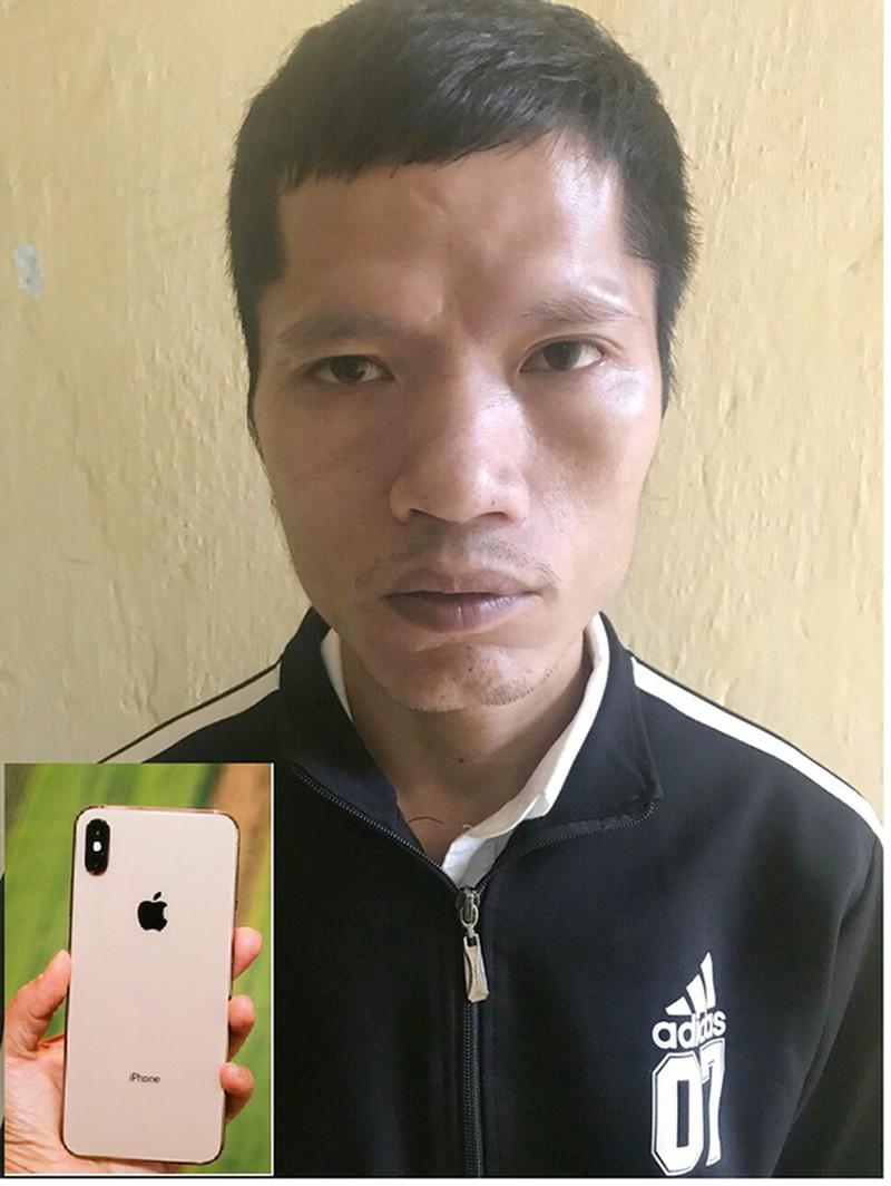 """""""Tham"""" iPhone XS của khách đánh rơi, nhân viên quán karaoke bị khới tố - Ảnh 1"""