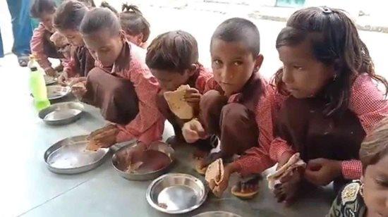 Nhiều học sinh phải nhập viện khẩn cấp sau khi ăn súp nấu lẫn xác chuột chết ở Ấn Độ - Ảnh 2