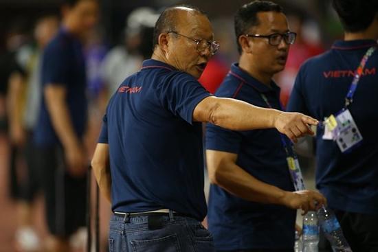 Hành động đẹp của HLV Park Hang Seo sau trận bán kết gặp U22 Campuchia - Ảnh 2