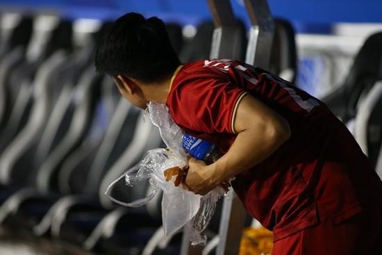 Hành động đẹp của HLV Park Hang Seo sau trận bán kết gặp U22 Campuchia - Ảnh 4