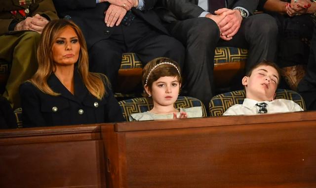 Khách mời nhí nổi tiếng vì ngủ gật khi Tổng thống Mỹ đọc thông điệp liên bang - Ảnh 1