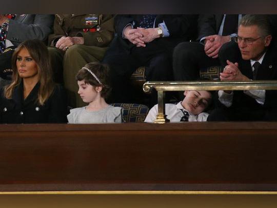 Khách mời nhí nổi tiếng vì ngủ gật khi Tổng thống Mỹ đọc thông điệp liên bang - Ảnh 3