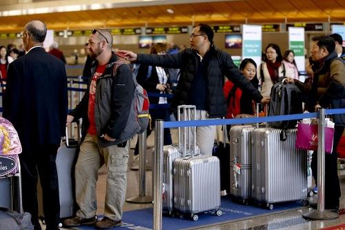 Bị hạn chế di cư, giới nhà giàu Trung Quốc chọn cách đi nghỉ ngắn hạn ở nước ngoài - Ảnh 1