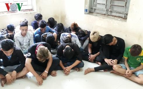 Bình Dương: Bắt nhóm thanh niên chuẩn bị súng, lựu đạn đi thanh toán đối thủ - Ảnh 1