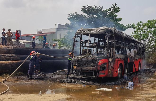 Quảng Nam: Xe khách giường nằm bất ngờ bốc cháy tại bến - Ảnh 1