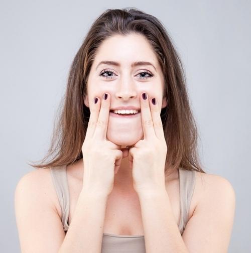 9 bài tập cơ khiến gương mặt của bạn trở nên thon thả, trẻ hóa làn da đẩy lùi nếp nhăn - Ảnh 7