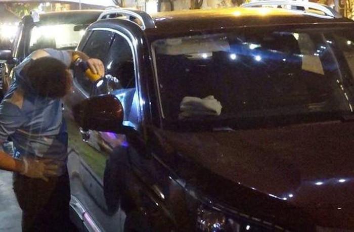 Công an điều tra vụ đập vỡ cửa kính ô tô trộm 600 triệu đồng ở Đà Nẵng - Ảnh 1