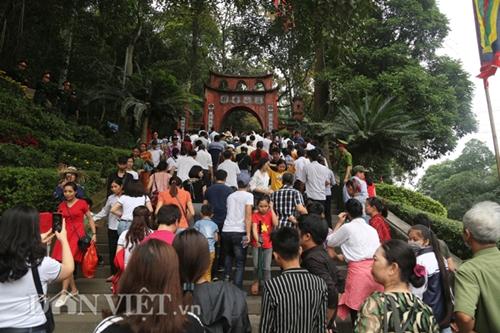 Dù chưa đến chính hội, du khách thập phương đổ về đền Hùng đông như mắc cửi  - Ảnh 4