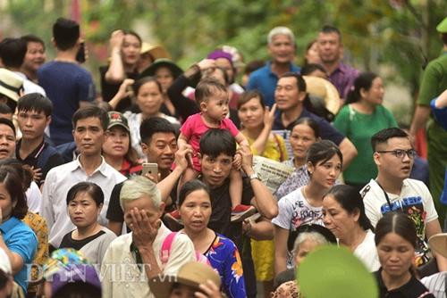 Dù chưa đến chính hội, du khách thập phương đổ về đền Hùng đông như mắc cửi  - Ảnh 7