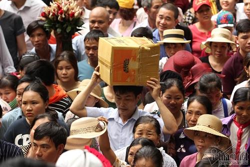 Dù chưa đến chính hội, du khách thập phương đổ về đền Hùng đông như mắc cửi  - Ảnh 10