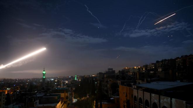 Syria tuyên bố đánh chặn một số tên lửa không kích trong đêm của Israel - Ảnh 1