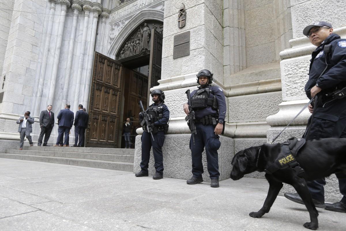 Mỹ: Bắt kẻ mang xăng, bật lửa định đốt nhà thờ New York - Ảnh 1