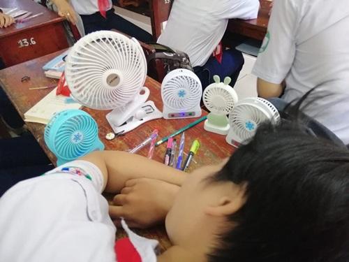 1001 cách sáng tạo ra gió mát của học sinh mùa thi - Ảnh 7