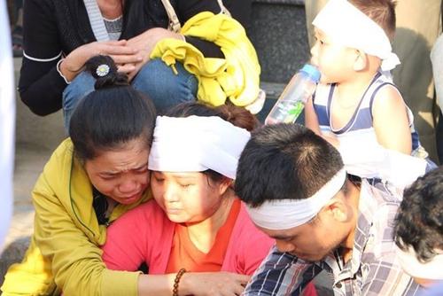 Vụ thảm án 3 người chết ở Bình Dương: Nỗi đau tột cùng của người thân trong đám tang - Ảnh 5