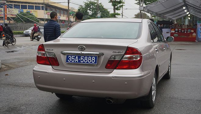 Cục Đăng kiểm lên tiếng vụ xe ô tô có 2 biển số xanh ở Ninh Bình - Ảnh 1
