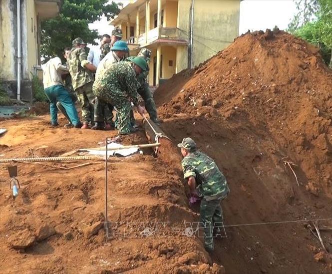 Phát hiện quả bom nặng 240kg trong lúc đào móng trong trường học - Ảnh 1