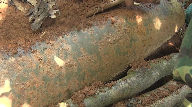 Phát hiện quả bom nặng 240kg trong lúc đào móng trong trường học - Ảnh 2
