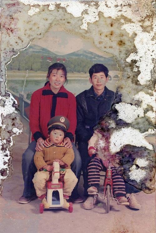 """Chấn động Trung Quốc: Con quật mồ cha, chụp ảnh nude với hài cốt để """"làm nghệ thuật"""" - Ảnh 3"""