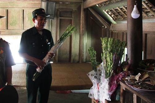 Người dân khắp mọi miền về khu di tích Kim Liên tưởng nhớ ngày sinh nhật lần 129 của Chủ tịch Hồ Chí Minh - Ảnh 6
