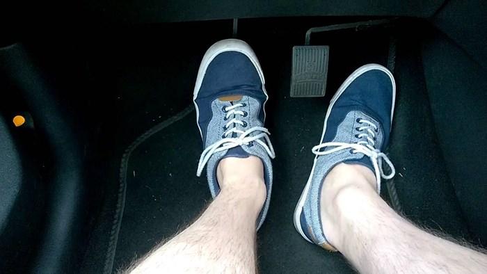 Cách tránh đạp nhầm chân ga, chân phanh khi lái ô tô để không xảy ra tai nạn - Ảnh 2