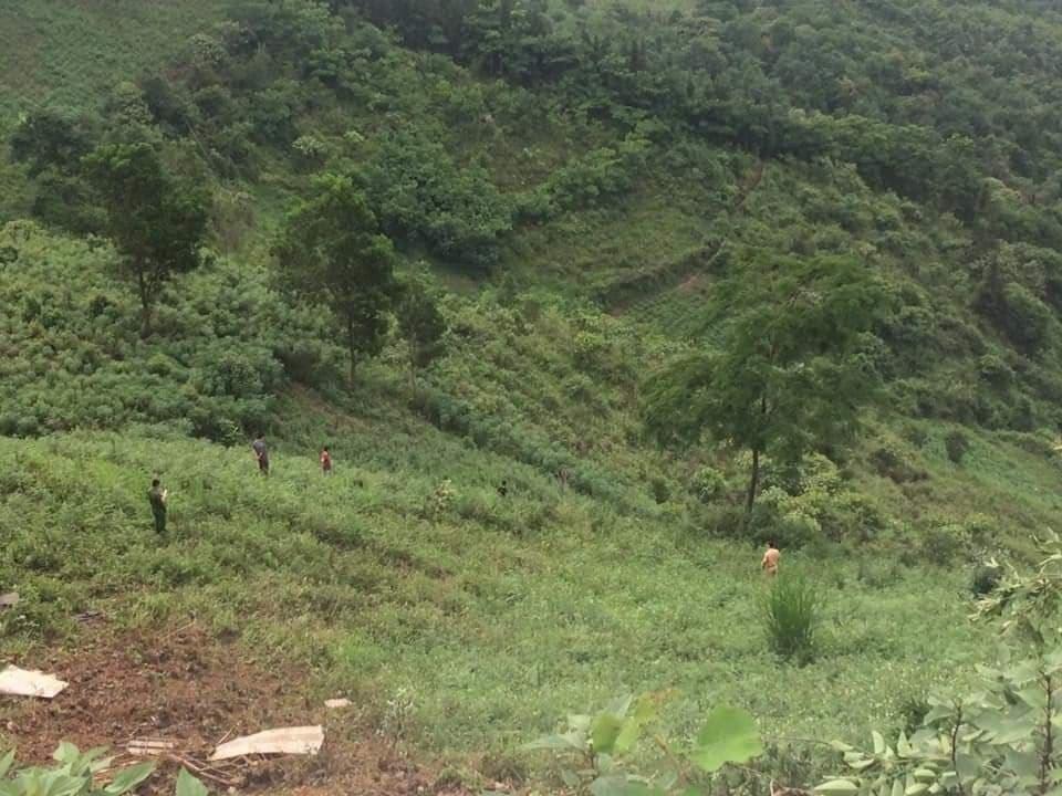 Hà Giang: Xe tải mất lái lao xuống vực sâu 400m, 2 người tử thương - Ảnh 1
