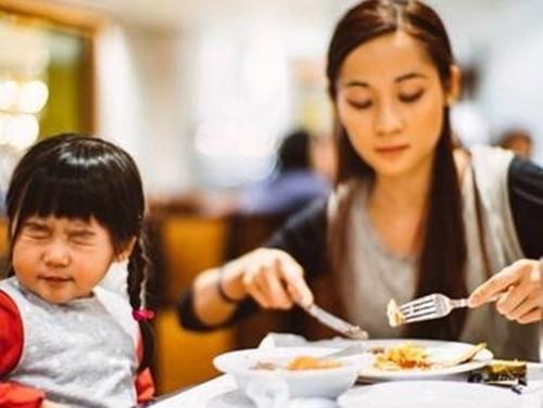 3 thói quen xấu của cha mẹ khiến IQ con trẻ giảm sút - Ảnh 3