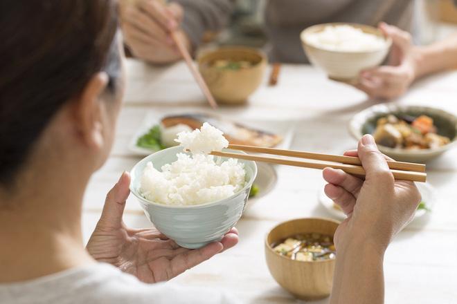 Những ai cắt cơm giảm béo cần xem lại vì thực tế nó chống béo phì - Ảnh 1
