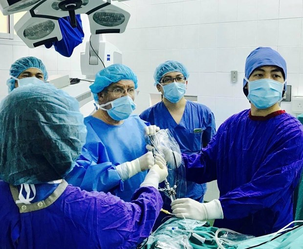 Phẫu thuật thành công cô gái bị 40 cơn co giật động kinh mỗi ngày - Ảnh 1
