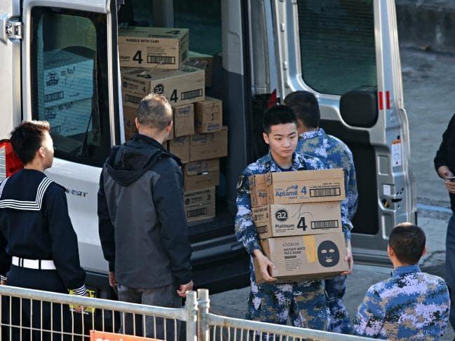 Binh lính tàu chiến Trung Quốc bị bắt gặp mua sữa bột, mặt nạ làm trắng da tại Australia - Ảnh 2