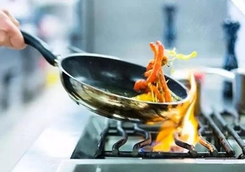 Bà nội trợ cần từ bỏ 4 thói quen nấu ăn để không rước bệnh ung thư phổi cho gia đình - Ảnh 3