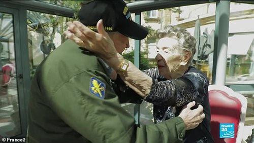 Cựu chiến binh U100 gặp lại người cũ sau 75 năm: Em vẫn luôn ở trong trái tim anh - Ảnh 4