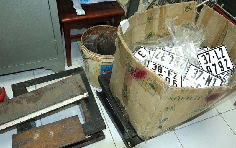 Hà Tĩnh: Triệt phá đường dây buôn lậu xe sang từ Lào về Việt Nam - Ảnh 2