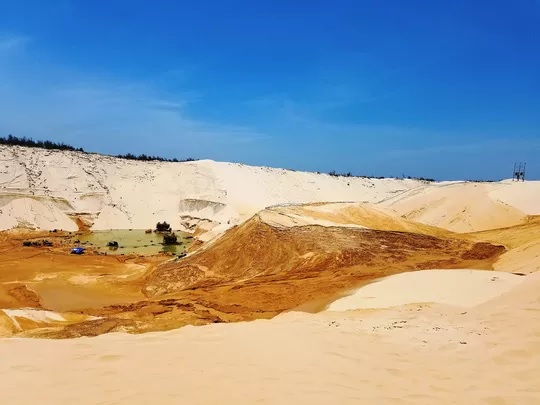 Vụ sụt cát mỏ titan ở Quảng Bình: Tìm thấy thi thể công nhân mất tích - Ảnh 1