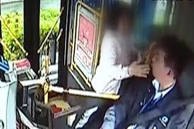 Phẫn nộ người phụ nữ dùng dao đâm nhân viên nhà ga chỉ vì bị trễ tàu - Ảnh 3