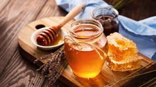 Bé trai 6 tháng tuổi tử vong vì bố mẹ cho dùng mật ong liên tục - Ảnh 2