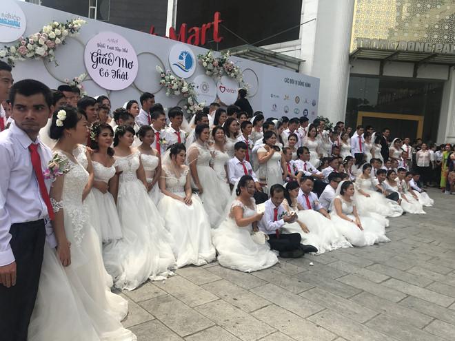 Đám cưới trong mơ của các cặp đôi khuyết tật: Hạnh phúc khi lần đầu được mặc áo cưới - Ảnh 1