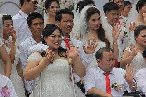 Đám cưới trong mơ của các cặp đôi khuyết tật: Hạnh phúc khi lần đầu được mặc áo cưới - Ảnh 3