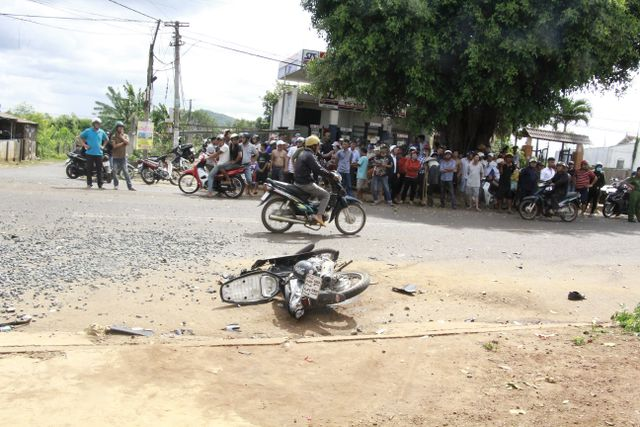 Xe tải gây tai nạn liên hoàn khiến 1 người chết, 600 hộ dân mất điện - Ảnh 1