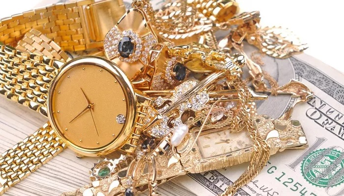 Giá vàng lên cao nhất mọi thời đại, nhà giàu Mỹ đổ xô đi bán trang sức - Ảnh 1