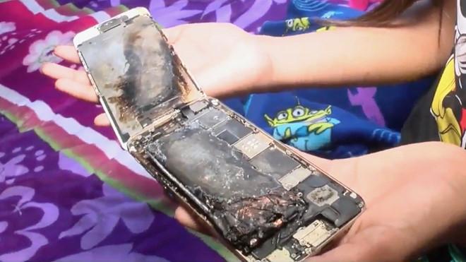 Bé gái 11 tuổi suýt bị thương vì iPhone 6 bốc cháy trên tay - Ảnh 1