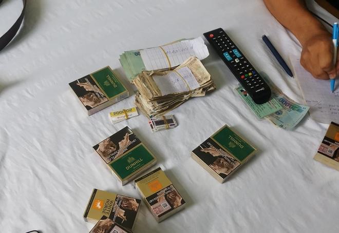 Bàn giao đối tượng trộm cắp ở căng tin trường ĐH Sư phạm Đà Nẵng cho trại giam - Ảnh 2
