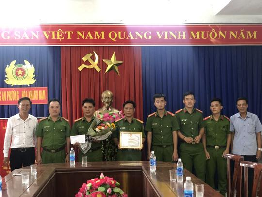 Bàn giao đối tượng trộm cắp ở căng tin trường ĐH Sư phạm Đà Nẵng cho trại giam - Ảnh 3