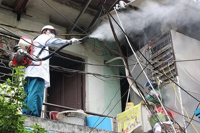 Thời tiết nắng nóng, số người nhập viện do sốt xuất huyết ở Hà Nội gia tăng - Ảnh 2