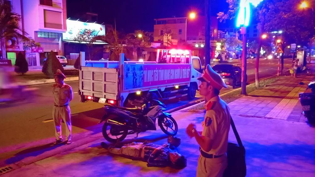 Đà Nẵng: Sau va chạm giao thông, người đàn ông bất tỉnh giữa đường - Ảnh 1
