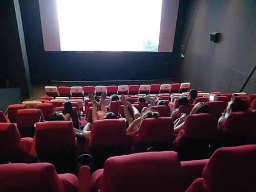 1001 kiểu vô duyên trong rạp chiếu phim gây bức xúc cho nhiều người - Ảnh 3