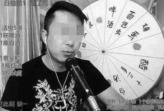Vlogger tử vong khi đang livestream cảnh ăn côn trùng độc - Ảnh 2