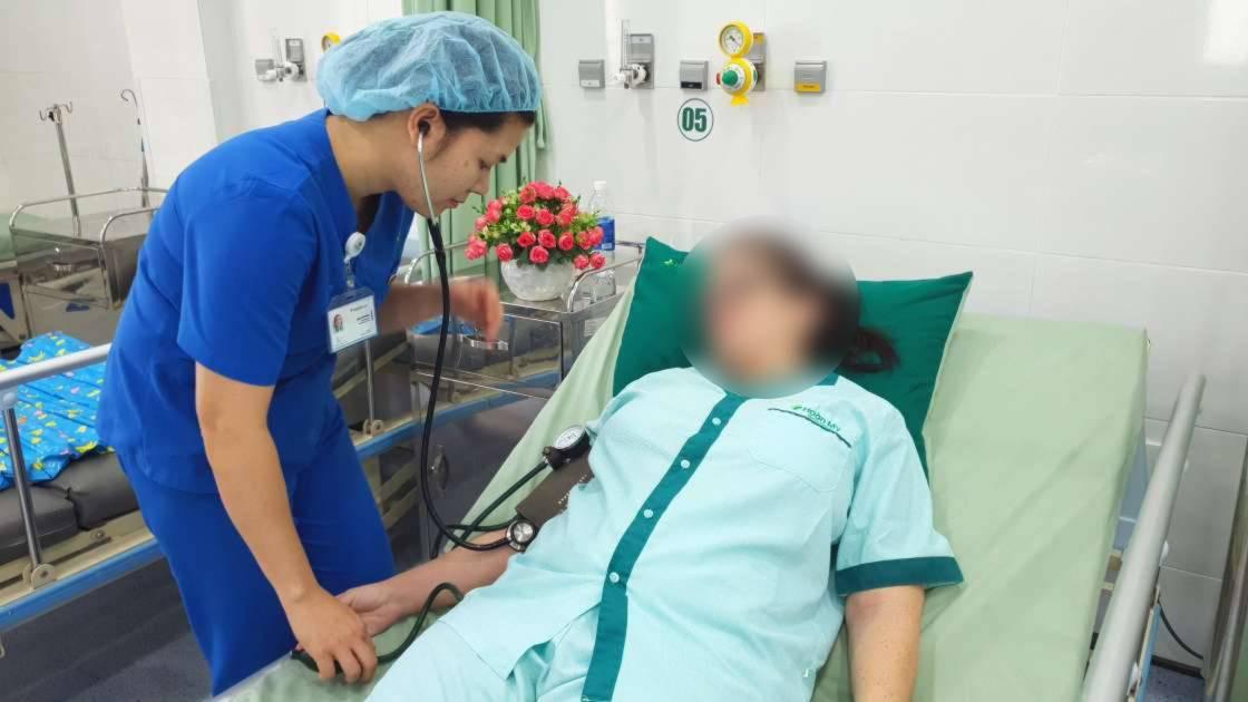 Uống thuốc hạ sốt liên tục, người phụ nữ phải chạy thận nhân tạo - Ảnh 2