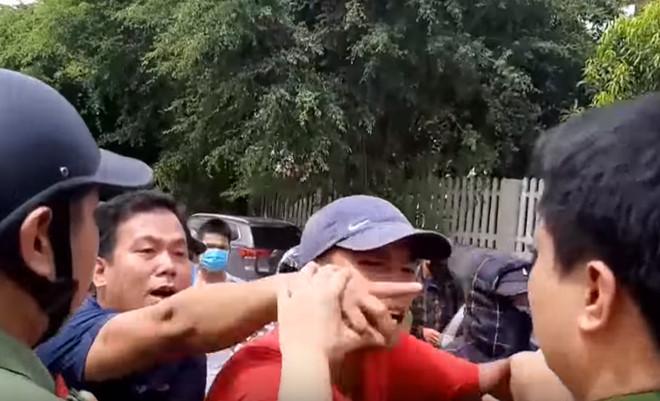 Bắt đối tượng xúi giục, chống đối cảnh sát trong vụ hỗn chiến ở Hải Tiến - Ảnh 2