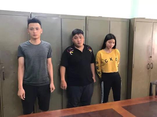 Bắt nhóm nhập 1.000 dao tự chế nguy hiểm từ Trung Quốc về TP HCM tiêu thụ - Ảnh 1